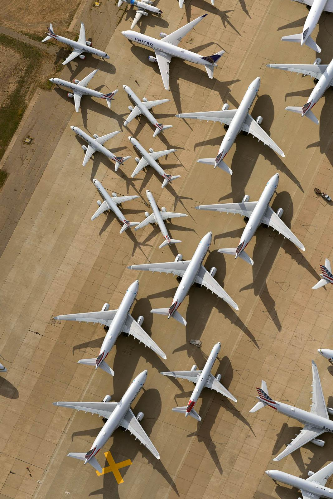 Here's a great combo of large and small airliners together