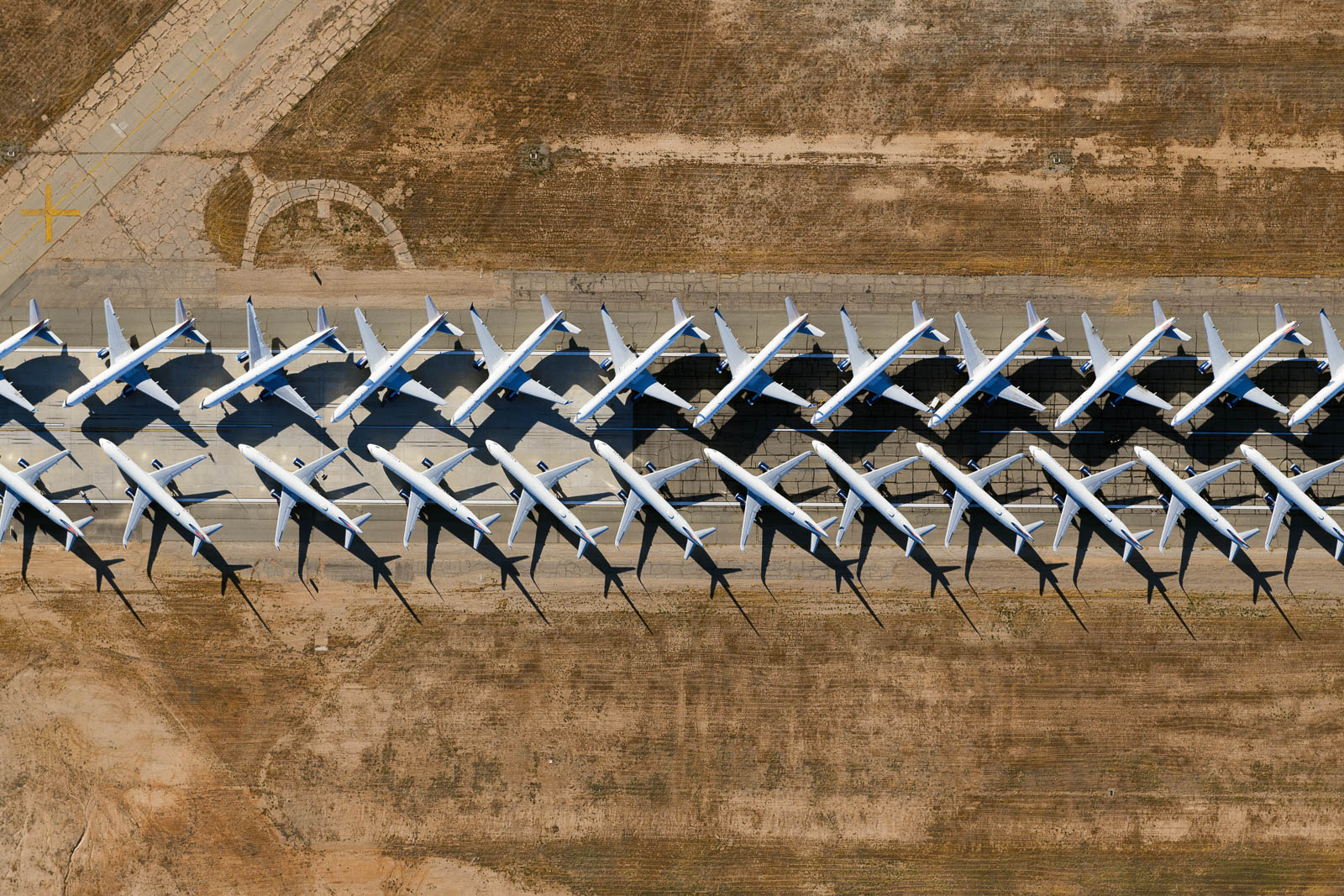 Southern California Logistics airport (KVCV) hosts the fleet of Delta airliners during the COVID-19 pandemic (May 2020)
